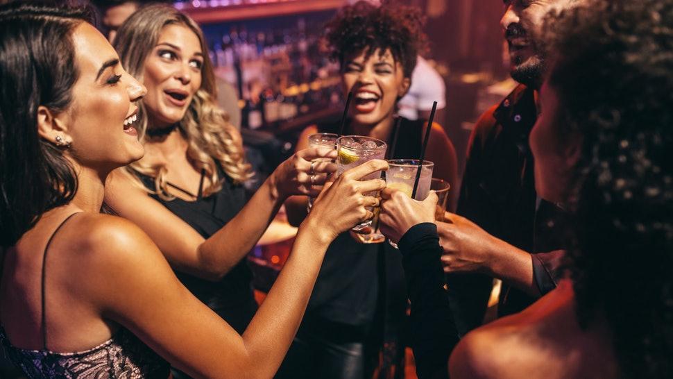 Vrei sa diversifici meniul de bauturi alcoolice de Revelion? Iata cateva idei perfecte!