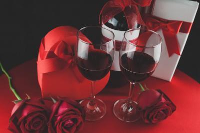 Ce bauturi alcoolice ieftine poti pregati de Valentine's Day?