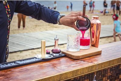 Ce se bea pe plaja in diferite parti ale lumii?