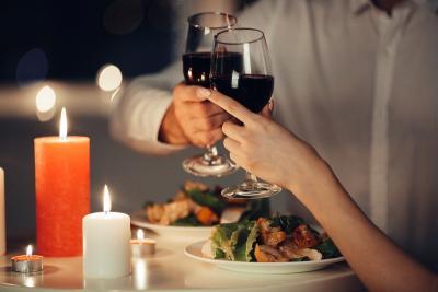 Cum trebuie sa asociezi vinul cu mancarea? Bucura-te de o experienta culinara reusita!