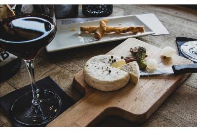 Invata cum sa servesti vinuri si branza ca un specialist!