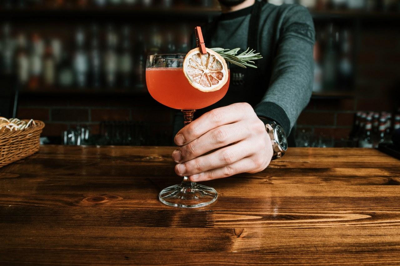 Cum se bea romul? Simplu, cu gheata sau in cocktailuri?