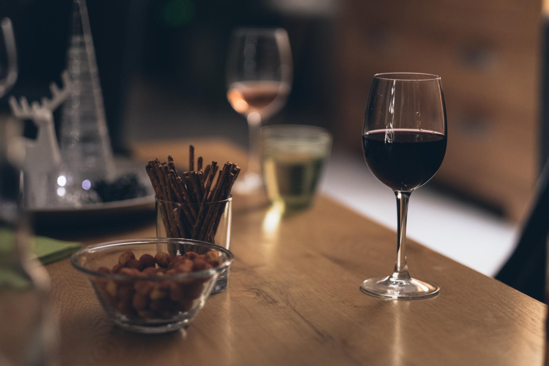 Esti pasionat de vinuri? Afla tot ceea ce trebuie sa stii despre principalele soiuri de struguri!